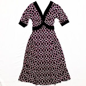 Dresses & Skirts - GUC Fun Graphic Tie Waist V-Neck Dress | S